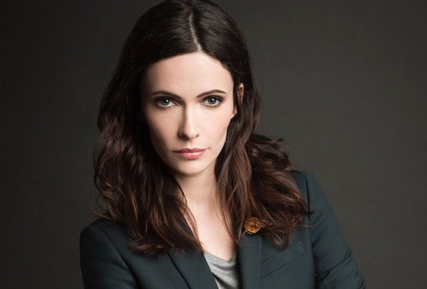 Elizabeth Tulloch Cast As Lois Lane In the CW's DC Superhero Crossover – Deadline